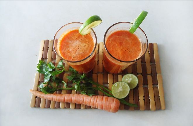 Make carrot juice with Kutchina juicer